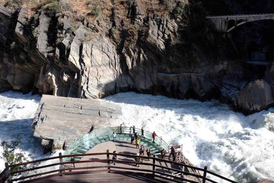 ช่องแคบเสือกระโจน (Hutiaoxia Gorge) มรดกโลก UNESCO