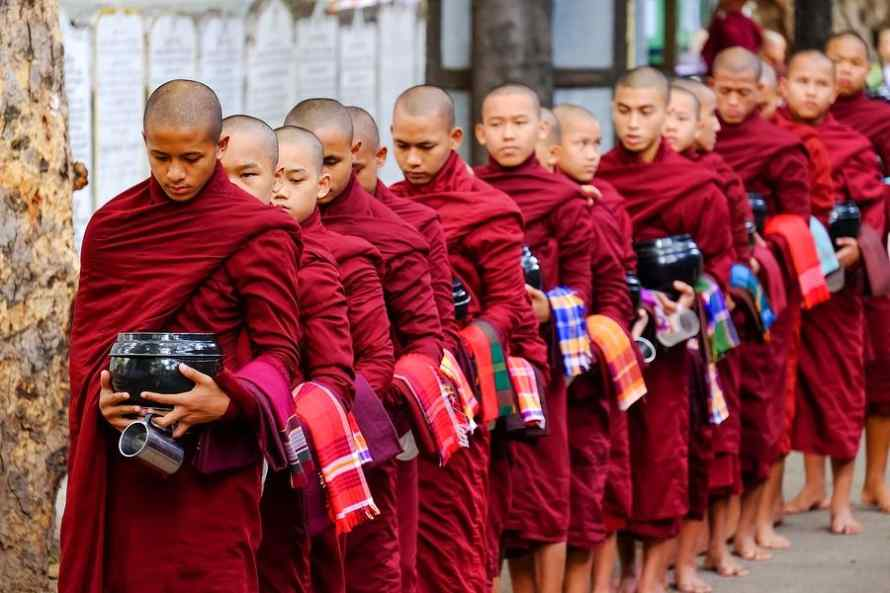 วัดมหากันดายงค์ ( Maha Gandayon Monastery )