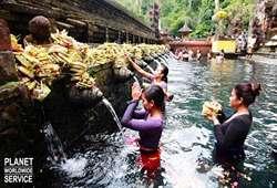 ทัวร์เอเชีย วัดน้ำพุศักดิ์สิทธิ์ เทมภัคสิริงค์ Tampak Siring