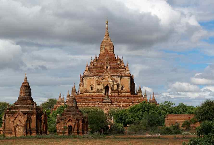 วัดที่โลมี่นโล (Htilominlo Temple)